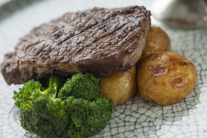 Rivergum-Restaurant-800x533_steak